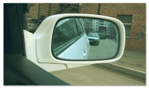 Парковка по зеркалам.